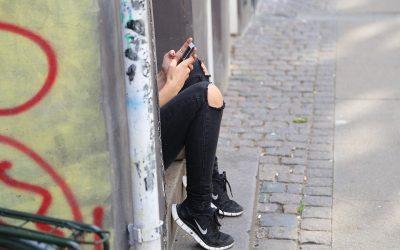 Votre Ado est-il accro à son téléphone portable ?