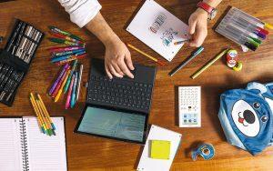 Apprentissages : écrire avec un stylo ou sur ordinateur ?